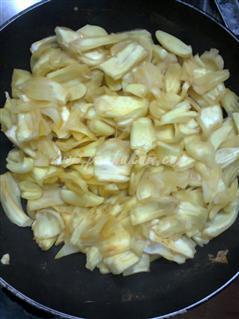 Step 2 Naadan Chakka Varavittathu Recipe