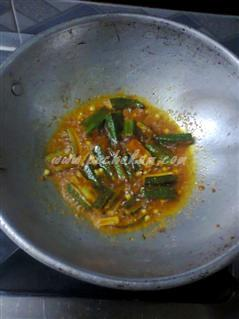 Step 4 Easy And Spicy Vendakka Fry  Recipe