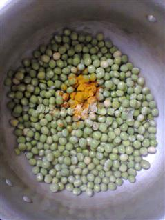 Step 1 Naadan Green Peas Curry Recipe
