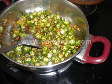 Step 3 Vendakka(Ladies Finger) Thoran Recipe